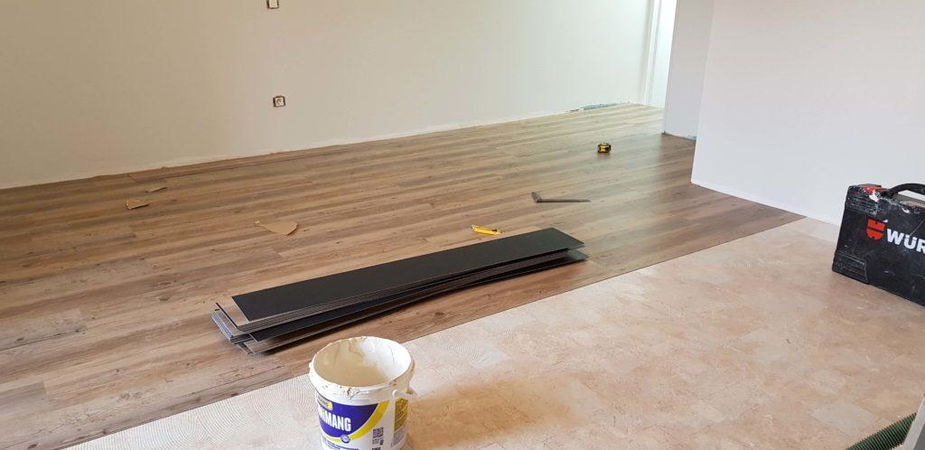 Revêtement de sol PVC - Pose de lame imitation parquet sur ancien linoléum