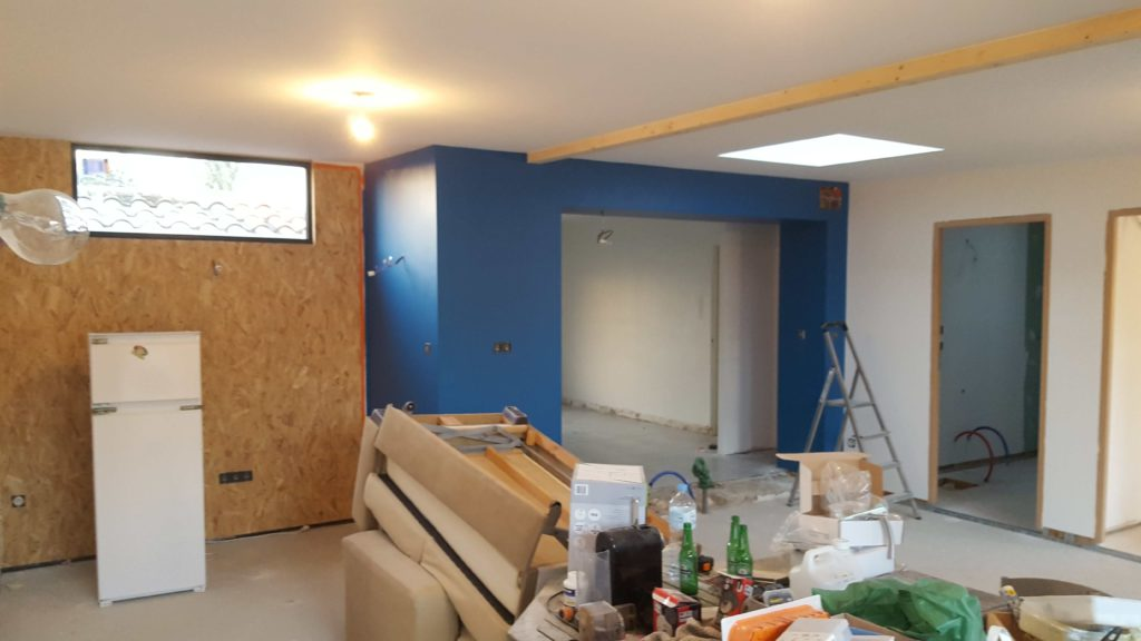 Après travaux - Peinture du mur en bleu
